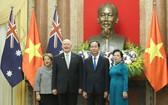國家主席陳大光伉儷與澳大利亞總督彼得‧科斯格羅夫伉儷合照。(圖源:日北)