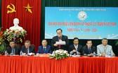 黃永江(中)連任越南古傳武術聯團主席。(圖源:登科)
