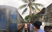列車人員採用現有的滅火器材致力滅火。(圖源:CTV)