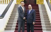 政府總理阮春福(右)接見韓國駐越南大使金度。(圖源:日北)
