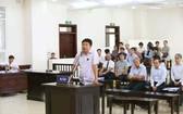 被告丁羅昇站在被告席上作最後陳述。(圖源:越通社)