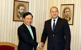 范平明副總理禮節性拜訪保加利亞總統魯門‧拉德夫。(圖源:越通社)