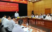 工商部長陳俊英主持小結視像會議並發表講話。(圖源:工商報)