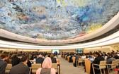 當地時間13日,第72屆聯合國大會選舉冰島為人權理事會成員,填補美國退出人權理事會後留下的空缺席位。圖為聯合國人權理事會第三十八屆會議開幕現場一瞥。(圖源:AFP)