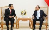 政府總理阮春福(右)接見日本貿易振興機構主席石毛‧博行。(圖源:慶林)