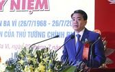 河內市人委會主席阮德鐘在會上發言。