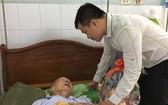 作者近日代表萬盛發集團到7A醫院看望華人革命老前輩蟻團老先生。