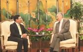 范平明副總理與新加坡總理李顯龍會談。(圖源:越通社)