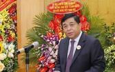 新任越南與德國友協主席阮志勇在會上發表講話。(圖源:越通社)