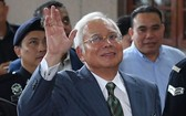 馬來西亞前總理納吉佈在吉隆坡法庭出庭,被加控3項洗錢罪名,他否認涉案。(圖源:互聯網)