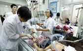 某醫院急救室在為一名重症病童進行搶救。(圖源:楊玉)