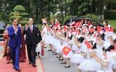 國家主席陳大光和夫人在主席府隆重舉行歡迎印尼總統佐科‧維多多和夫人儀式。(圖源:顏創)