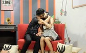 在YouTube網站上播放的《Date & Kiss》節目內容庸俗及反感。