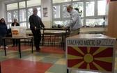 工作人員在票站準備。(圖源:AP)