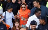 大馬前總理納吉夫人羅斯瑪赫昨(4)日出庭,全盤否認洗錢等17項罪名指控。(圖源:路透社)