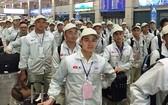 越南勞工辦理赴韓國手續。