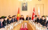 國會主席阮氏金銀與土耳其國會議長納利‧耶爾德勒姆舉行會談。(圖源:仲德)