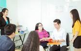 市商業華語培訓中心學生在上課交流。