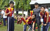 學生參加放射水火箭比賽。