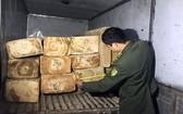 林同省洛陽縣第12隊查獲的非法運輸木材。(圖源:金英)