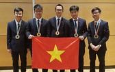 我國參加2018年第49屆國際物理奧林匹克競賽團隊的5名參賽學生均奪獎,其中有2枚金牌、2枚銀牌及1枚銅牌。(圖源:金英)