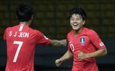 韓國隊Jeon Se-Jin進球後同隊友慶祝。