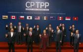 CPTPP在澳洲完成審議程序後,將在12月底正式上路。圖為3月8日CPTPP簽署儀式,11個成員國代表合影。(圖源:AP)