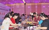 中國駐本市總領事館參加義賣的展位。