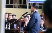 被告人潘文永站在被告席上答法官問案。(圖源:忠堅)