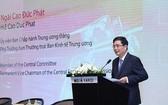 中央經濟部常務副部長高德發在研討會上發言。(圖源:瓊娥)