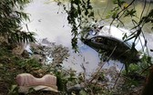 汽車墜河事故現場。(圖源:V.T)