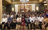 全體校委、老師及熱心教育人士歡聚一堂大合照。
