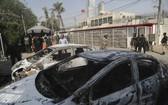 巴基斯坦人員在事發現場調查。(圖源:AP)