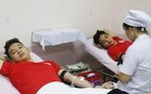 儘管本市遭九號颱風影響而出現強降雨現象,但25日當天,仍有不少年輕人前往參加捐血盛會。(示意:互聯網)