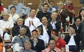 阮春福總理親臨球場為球隊鼓舞士氣。(圖源:VGP)