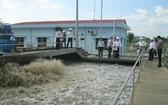 環境檢查團探訪越南-新加坡工業區污水處理系統。