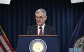12月19日,在美國首都華盛頓,美國聯邦儲備委員會主席鮑威爾在新聞發佈會上講話。(圖源:新華社)