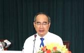 黨中央政治局委員、市委書記阮善仁在2019年新年聚會上發表講話。(圖源:越通社)