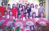 市商業華語培訓中心聯歡聚會部分老師合照。