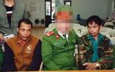 被人贓並獲的2名老撾籍販毒嫌犯(左、右)。(圖源:映陽)