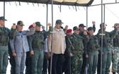 馬杜羅總統(中)親臨現場觀摩軍演。(圖源:路透社)