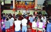 隆慶關帝廟每年競投聖燈活動籌善款作公益事業。