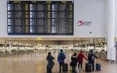 比利時3大工會發動全國性罷工24小時,包括機場、鐵路、地鐵及公車等公共運輸和商業活動幾乎陷入停擺。(圖源:AP)