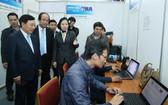 范平明副總理視察國際新聞中心。(圖源:越通社)