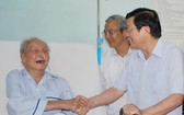 原國家主席張晉創(右)親切慰問蟻團老前輩。