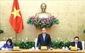 政府總理阮春福(中)主持會議。(圖源:越通社)