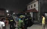 警方聞訊趕抵事發現場控制肇事者。(圖源:志石)
