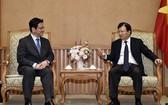 政府副總理鄭廷勇(右)接見日本國際協力銀行(JBIC)執行經理兼財政、能源與資源領域的全球經理山田雅章。(圖源:VGP)