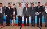 圖為EMBA越南台商專班以及產學聯盟東南亞辦公室胡志明市揭牌儀式。