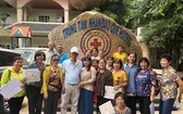 該中心主任黃小香向第五郡文化中心養生俱樂部代表團致送感謝書。